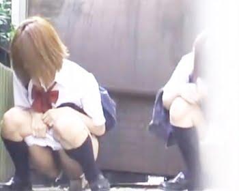 野小便する女子校生