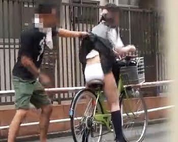 スカートめくり痴漢盗撮
